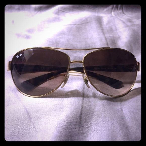 Ray ban aviator sunglasses These have barely been used and are tortoise frames Ray-Ban Accessories Sunglasses