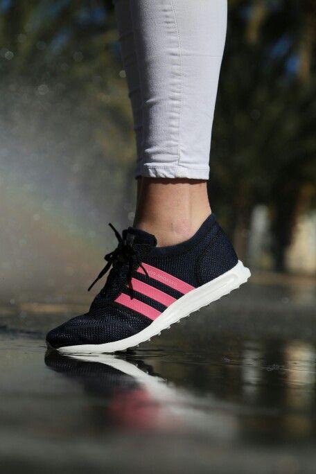¡Feliz día chicas!Gracias por vuestra fuerza y energía ¡sois la bomba! #diadelamujertrabajadora  http://www.capsulesneakers.com/zapatillas/adidas/adidas-los-angeles-k-57068.html