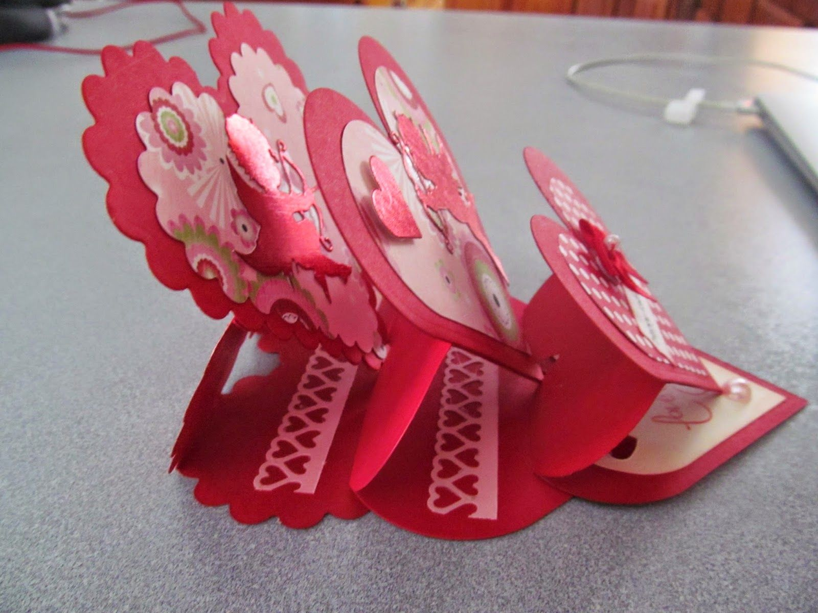 this is an fun valentine easel card to make i found this tutorial for the - Valentine Cards Pinterest