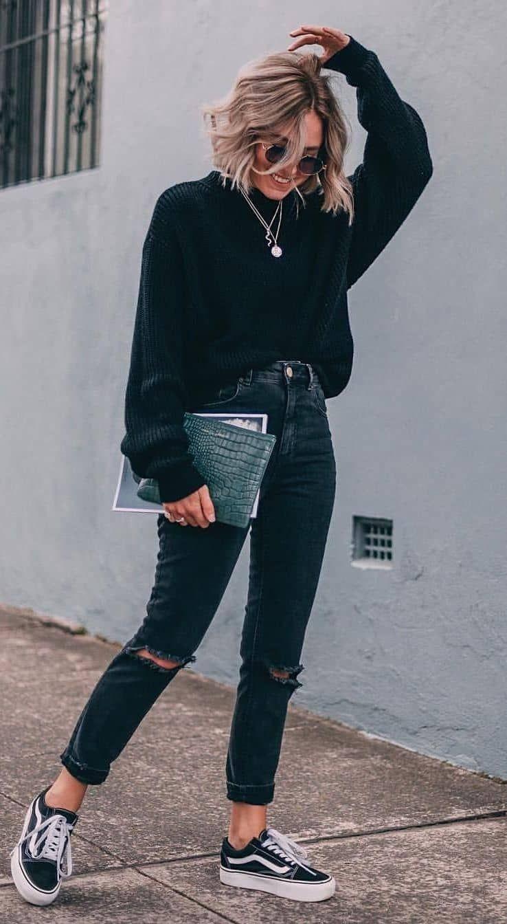 Schütze-Frau. Mode lila wanduhr  und Stil