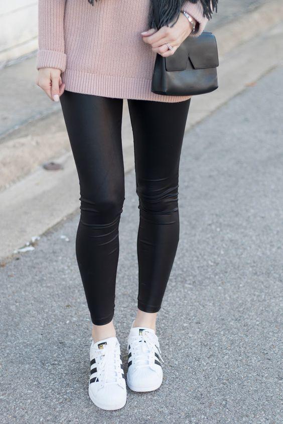 99de60e862e6 11 Looks para verte sexy y bonita usando leggings de piel en 2019 ...