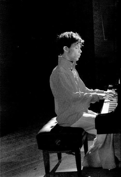 prince playing piano prince nelson rogers pinterest playing piano pianos and instruments. Black Bedroom Furniture Sets. Home Design Ideas