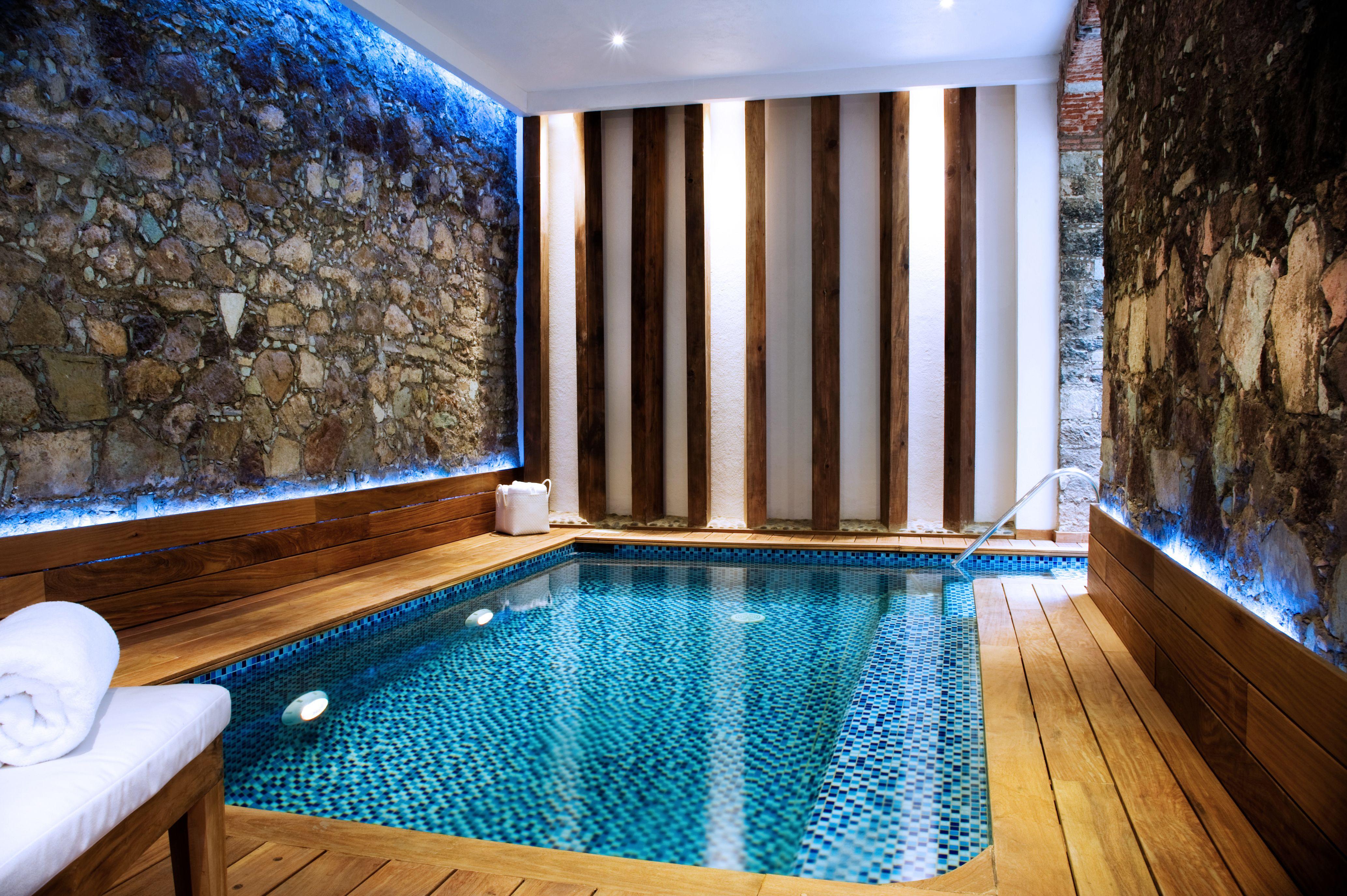 Nuesta alberca techada y climatizada boutique hotel for Hoteles en mallorca con piscina climatizada