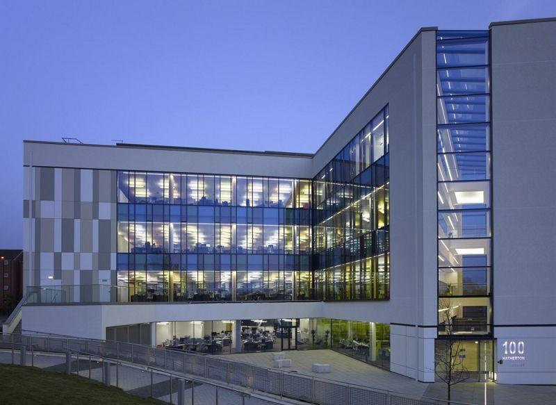 Fachadas de oficinas modernas buscar con google for Fachadas de edificios modernos