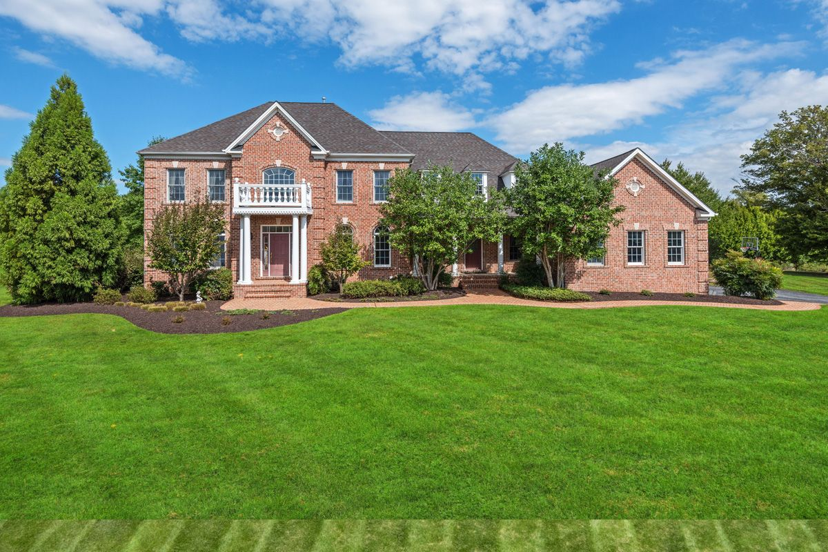 10360 Pot Spring Rd Lutherville Timonium Md 21093 Luxury Home With Images Real Estate Real Estate Listings House Styles