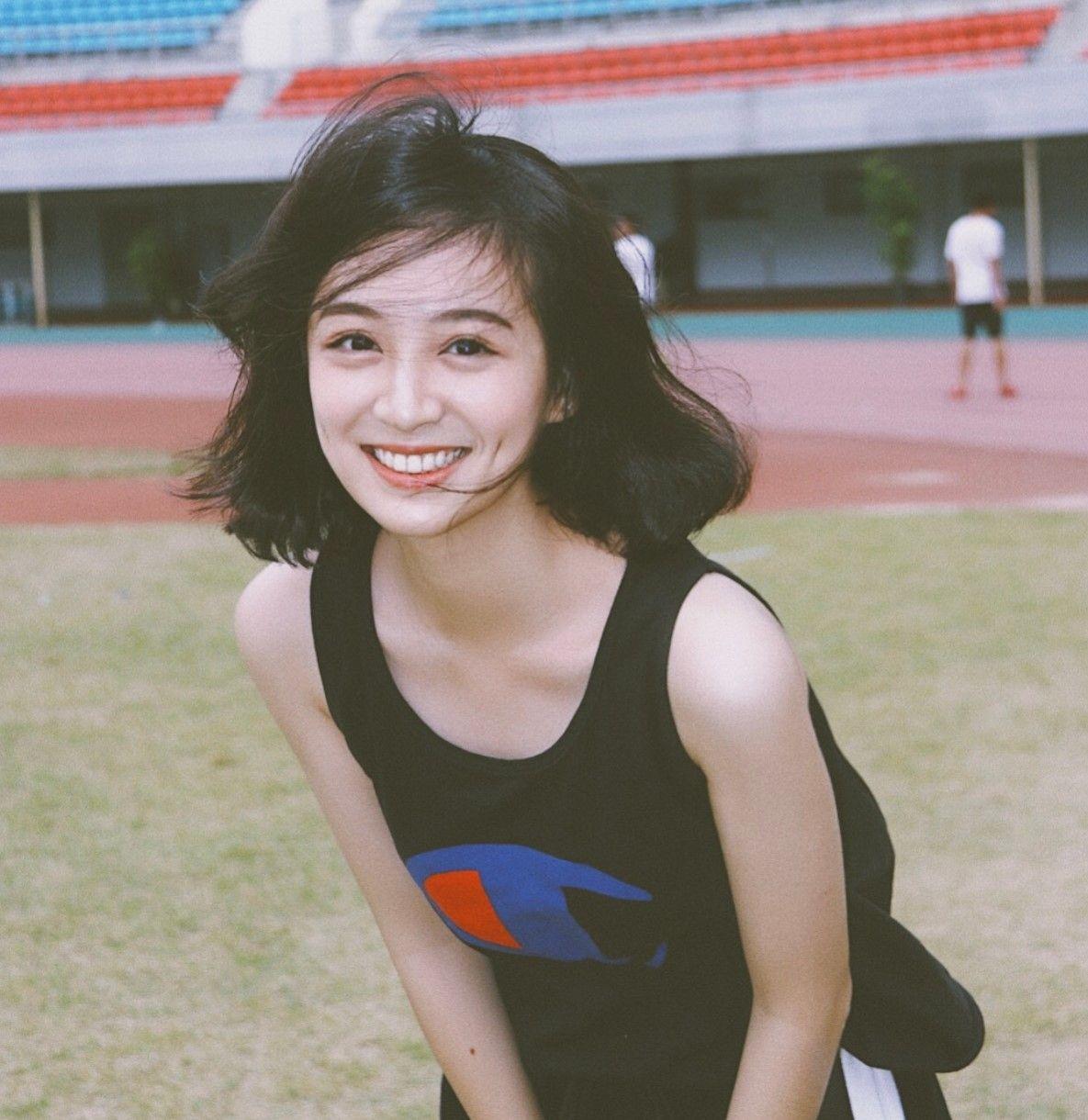 Cô bạn Trung Quốc được mệnh danh hot girl má lúm vì xinh như búp bê - Ảnh 1.