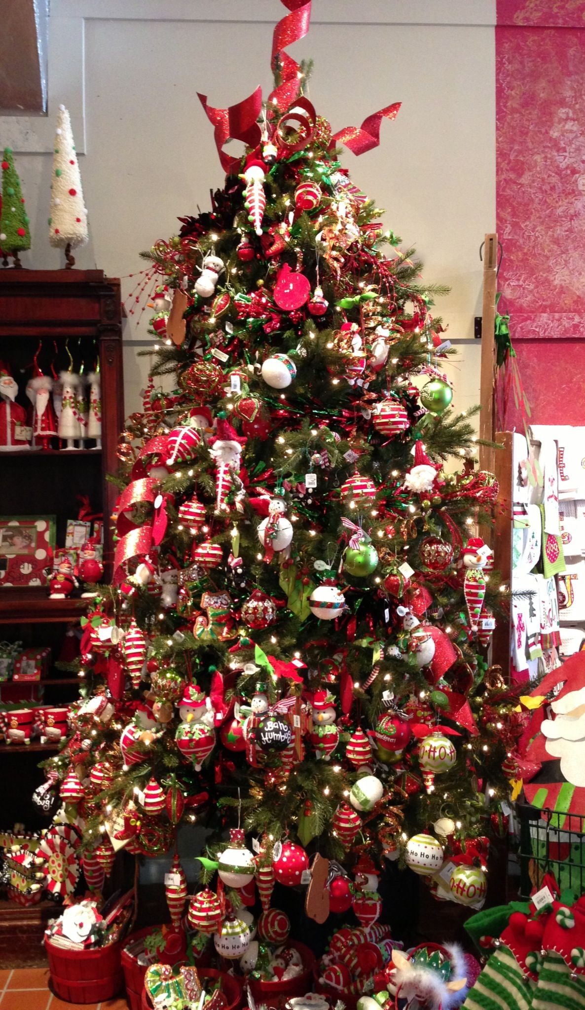 Whimsical Decorated Christmas Trees | How to Decorate your Holiday Christmas… | Silver christmas ...