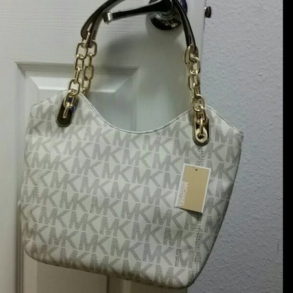 9aabff340b4a Nwt michael kors lilly tote Nwt Michael kors vanilla lilly tote 100%  AUTHENTIC Open Magnetic