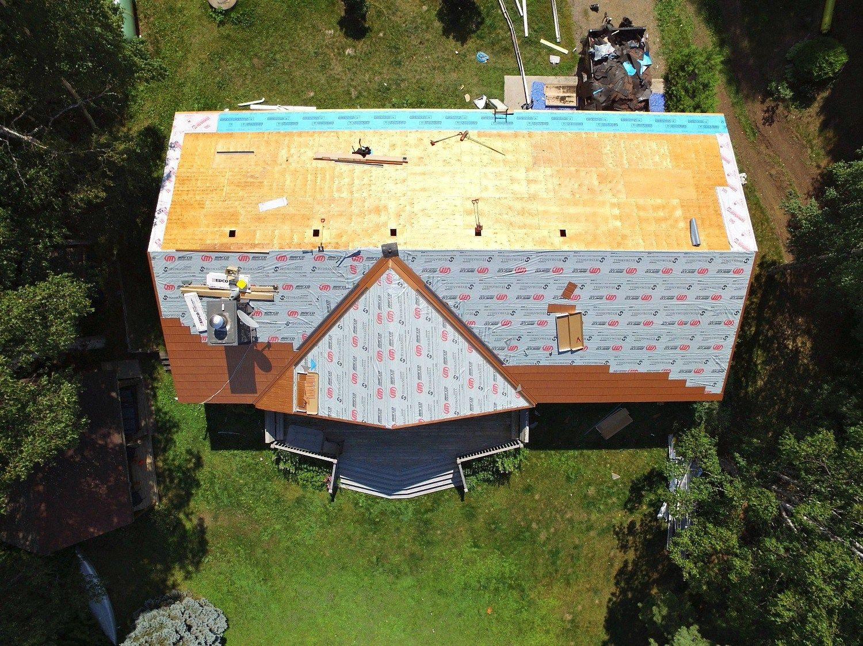 New Copper Metal Roof Metal Roofing Before After Dans Le Lakehouse Copper Metal Roof Metal Roof Metal Roof Colors