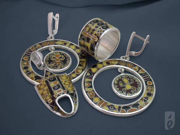 """""""Africa""""  ring, earrings and pendant"""