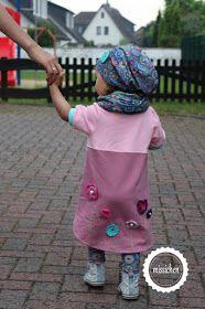missichen: Häkelblumen und ein zu langes Kleid für die mini-Schwester ♥