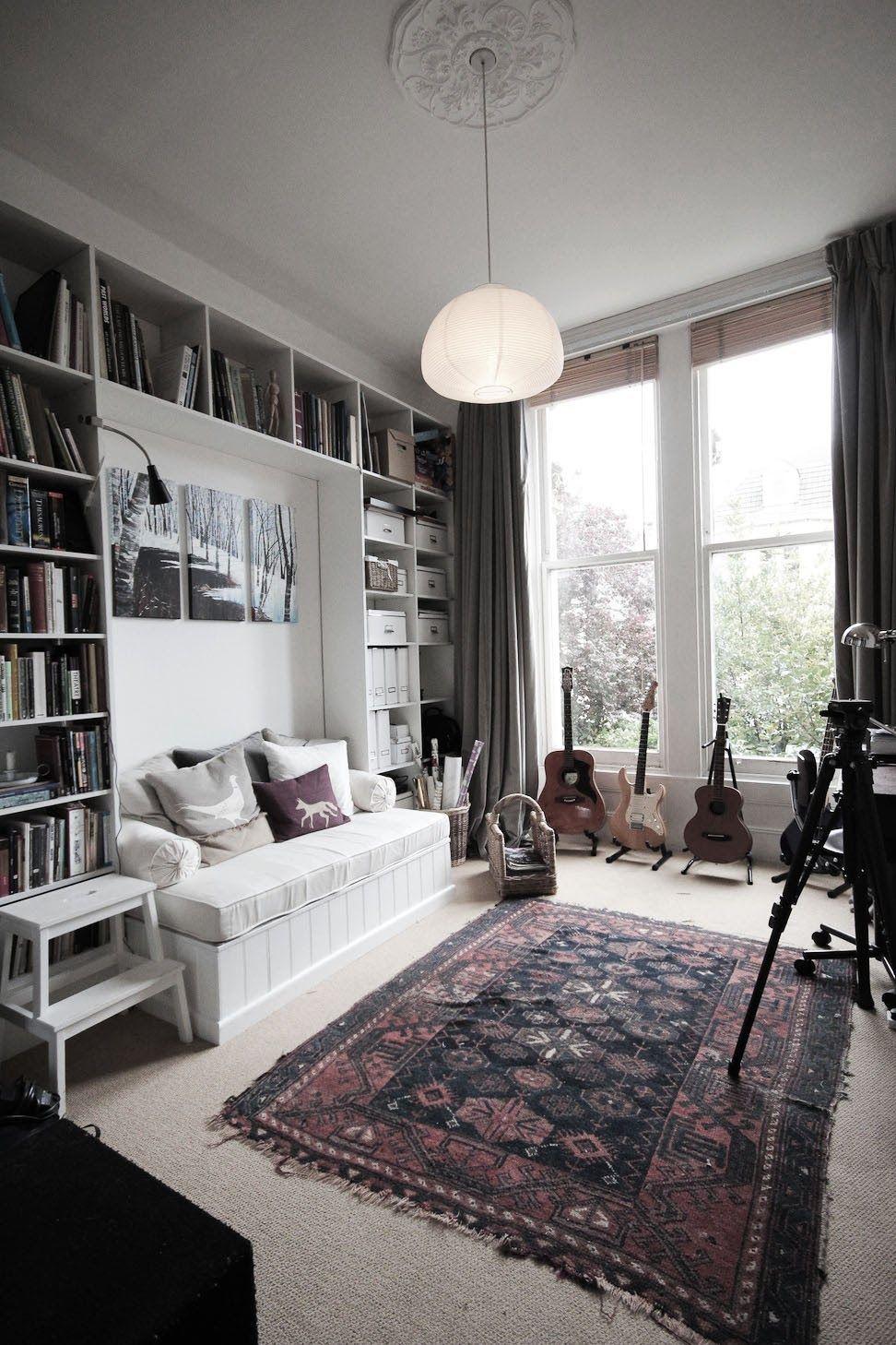 Un Canape Lit Est Souvent Utile Lorsque L 39 On Vit Dans Un Petit Appartement Et Qu 39 On Recoit Des Amis Voici Petit Canape Lit Canape Lit Decoration Lit