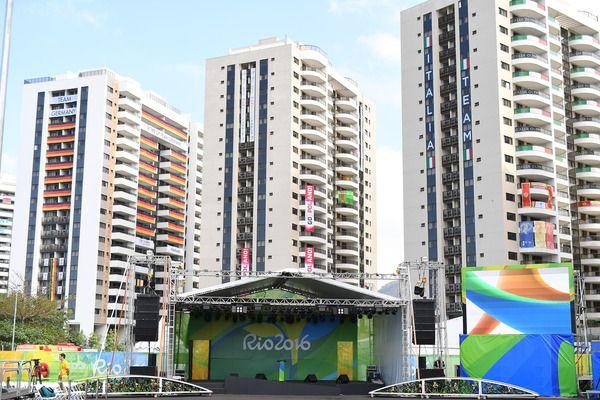 Australian athletes robbed in Rio during fire evacuation | Yardbarker.com