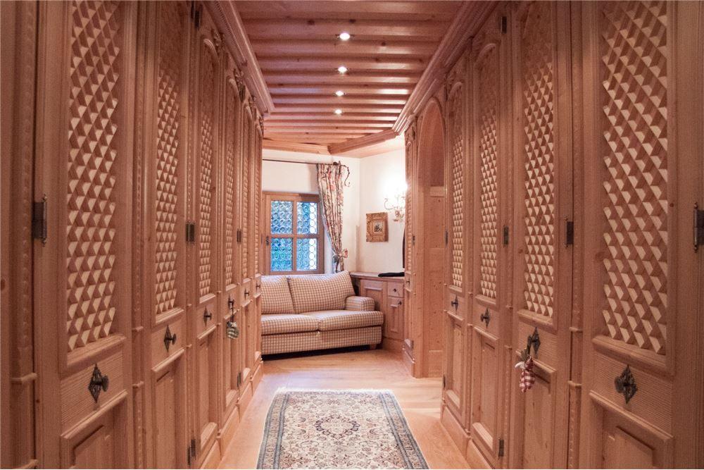360 m² Landhaus Kauf, 4 Schlafzimmer located at