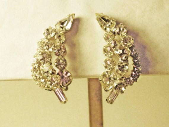 Vintage D&E Juliana Clear Rhinestone Clip by delightfullyvintage