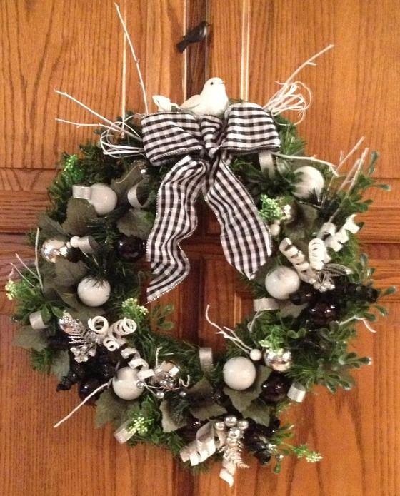 Holiday Wreath Black White 40 00 Christmas 2018 Ideas Christmas Decorations