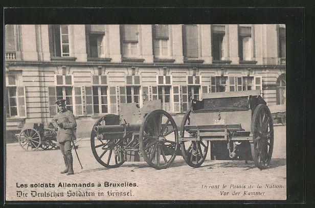 old postcard: AK Bruxelles-Brüssel, Deutscher Besetzungssoldat mit eroberten Artillerie-Geschützen am Palais de la Nation