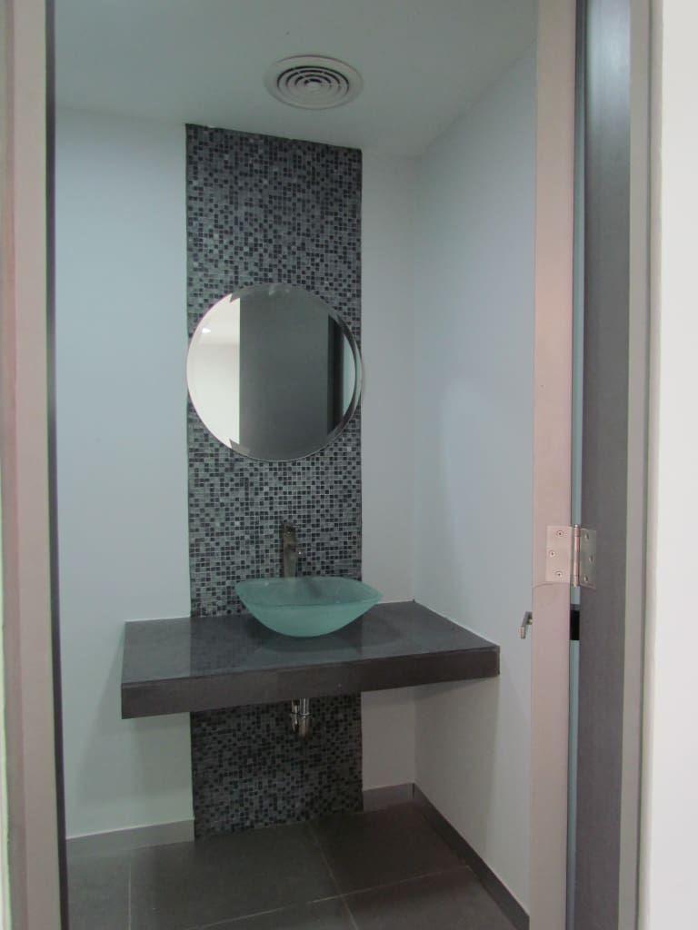 fotos de baños de estilo : remodelación oficinas diavaz | diseño