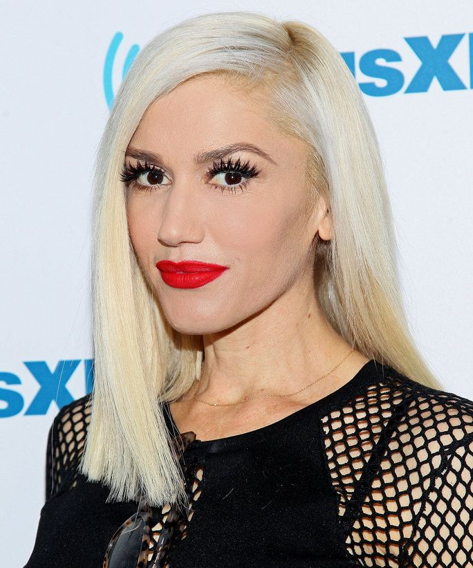 Gwen Stefani Receives The Best Present Ever A Horse Celebrity Hairstyles Silver Hair Color Hot Hair Colors