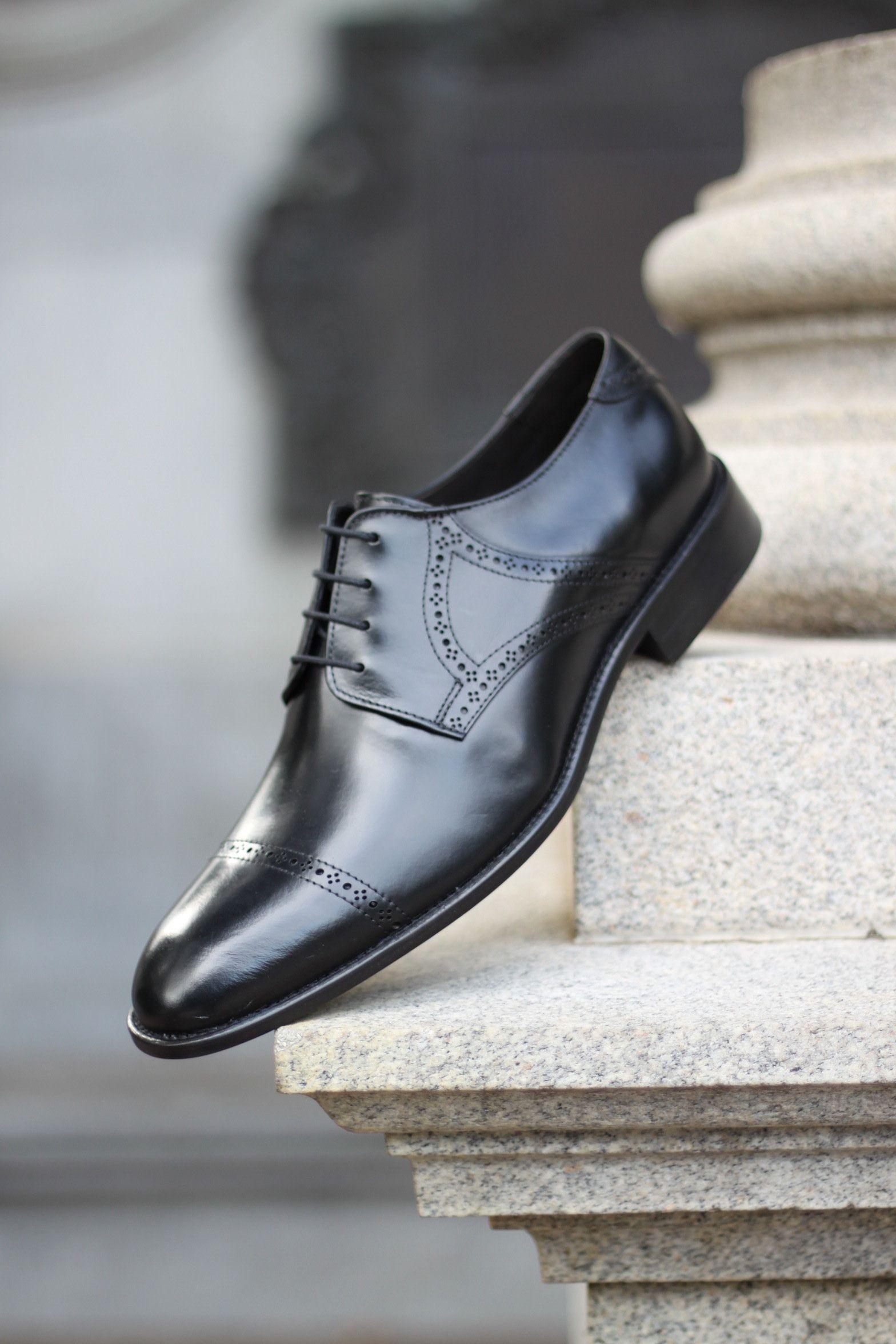 d4c9be427 Sapato Social Masculino Derby CNS Renno 01 em Couro preto com sola de couro  e forro em couro. #cns #cnsmais #sapato #social #derby #brogue #menshoes  #couro ...