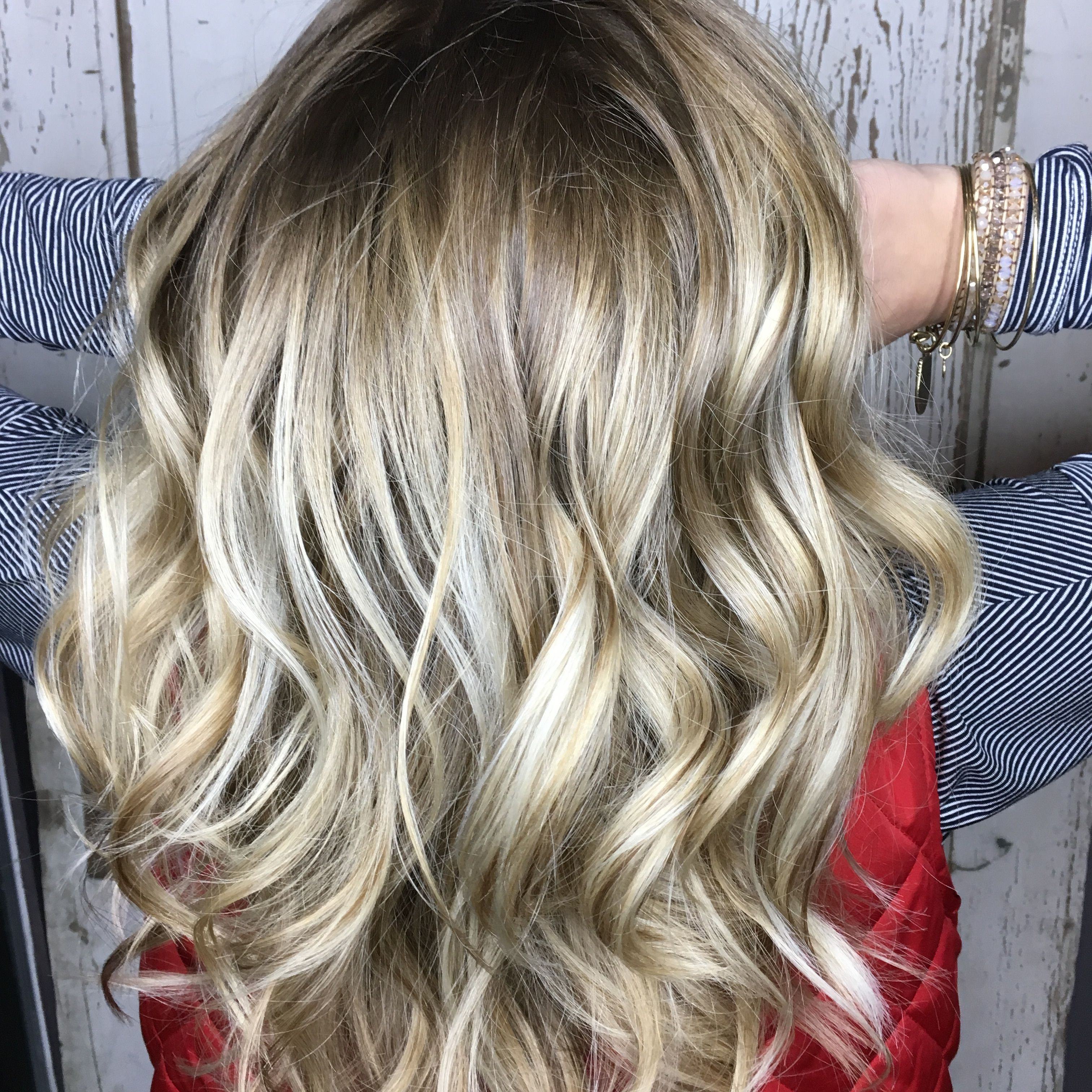 Summer Ash Blonde With Warm Accents Shadow Root Redken