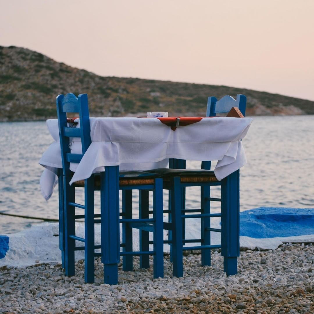 ~Special dinner~  Lontani dalle resse delle isole più gettonate sarà facile trovare un tavolo pronto ad aspettarvi per una cena indimenticabile.  #sailing #sailingboat #sailinglife #sailingtrip #sailingship #sailingway #sailingstagram #sailingday #greek #greeklife #greekislands #wanderlust#TravelAndLife #exklusive_shot #cntraveler #thatsdarling #bbctravel #LiveTravelChannel #travelphotography #lifewelltravelled #forbestravelguide #livethelittlethings #welltravelled #morningslikethese…