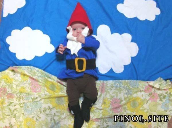 Ein kleines Gnomenkostüm zusammennähen! Wie süß ist der Bart und der kleine rote Hut? T ... #gnomecostume Sew collectively a bit of gnome costume! How cute is the beard and little crimson hat? T... Ein kleines Gnomenkostüm zusammennähen! Wie süß ist der Bart und der kleine rote Hut? Das geht auch schnell und einfach!... -  #Bart #cleverkidscostumes #der #ein #Gnomenkostüm #Hut #ist #kleine #kleines #Rote #Sus #und #Wie #zusammennähen #gnomecostume