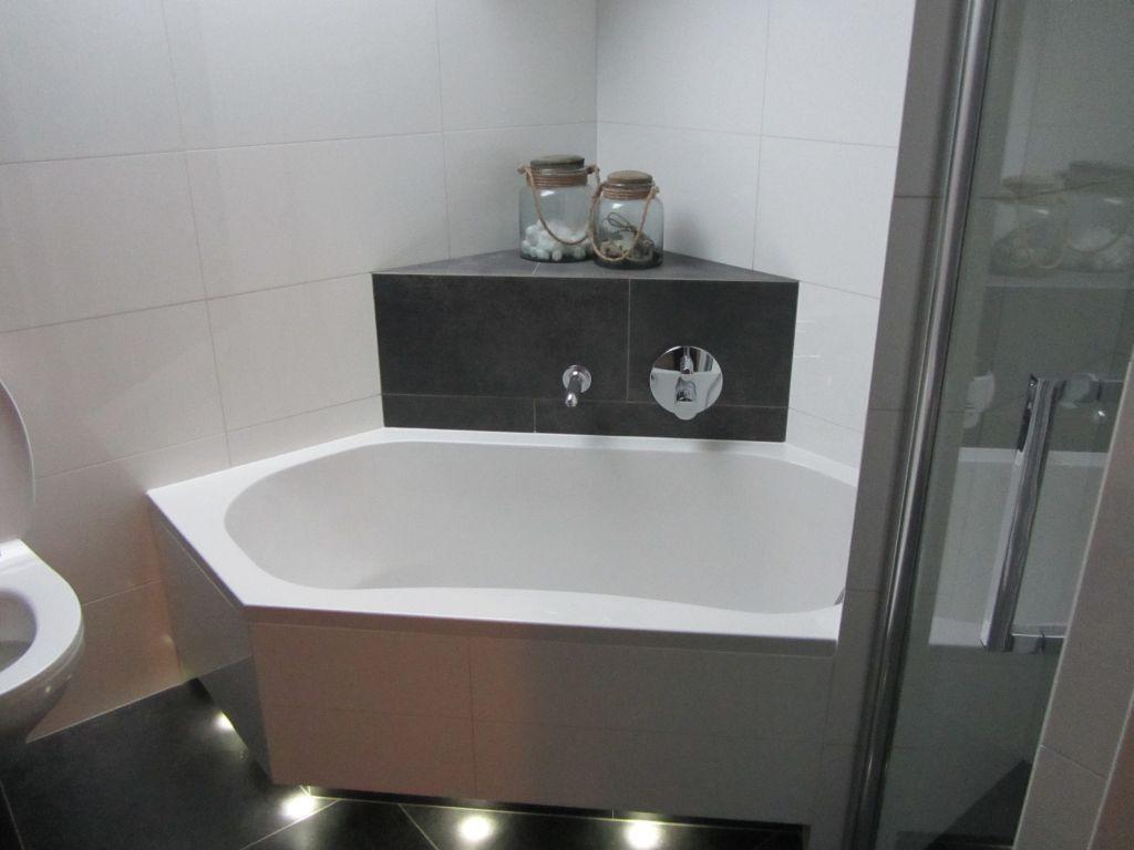 afbeeldingsresultaat voor kleine badkamer met bubbelbad ideeà n