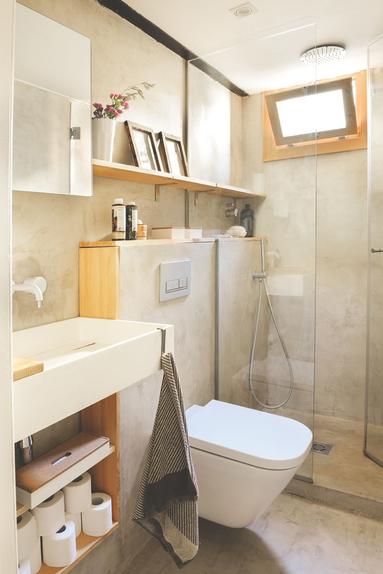 Ba o peque o en microcemento gris y madera piso neus for Decoracion piso jovenes