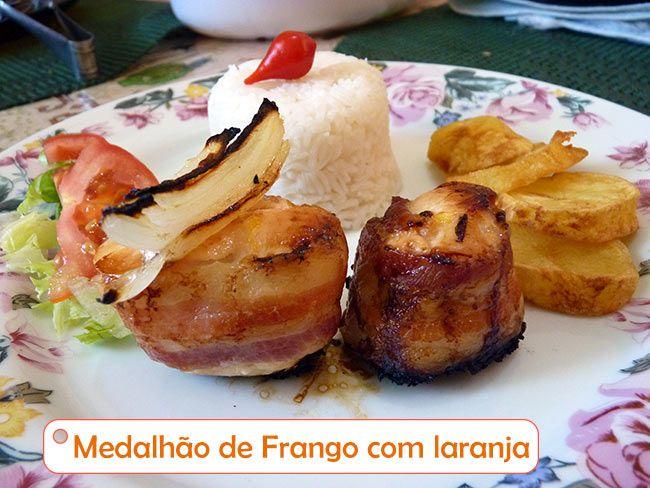Medalhão de frango com laranja, o aroma do alecrim e do vinho com a cor do suco de laranja. ----@---- medallion chicken with Orange