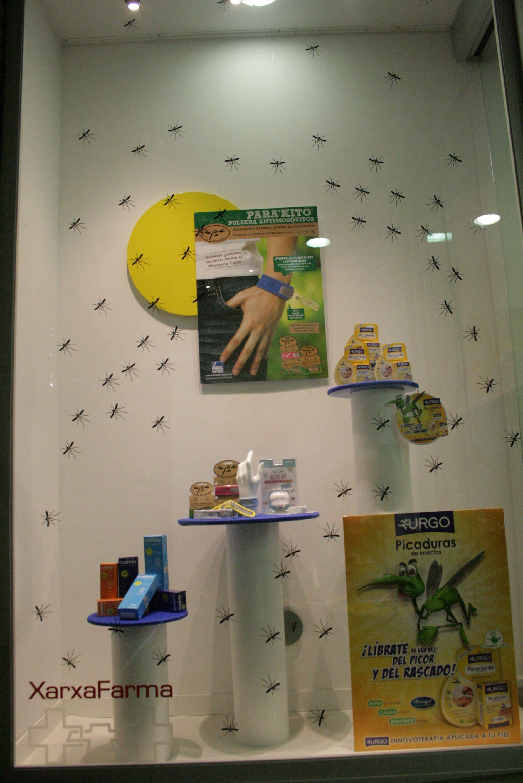 Escaparate de farmacia realizado por M.P escaparatistas en Esplugues del Llobregat (Barcelona) verano 2013.... fuera mosquitos!!