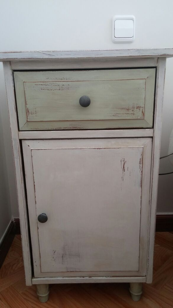 Estupenda transformaci n con autentico vintage chalk paint for Mesitas de madera