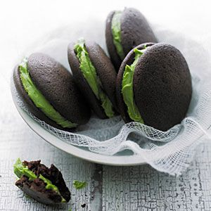 Matcha Whoopie Pies recipe from Sunset but few easy swaps to vegan and they are yum!