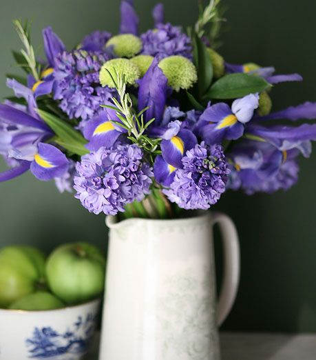 I Adore Purple Can You Tell Flower Arrangements Beautiful Flowers Lilac Bouquet