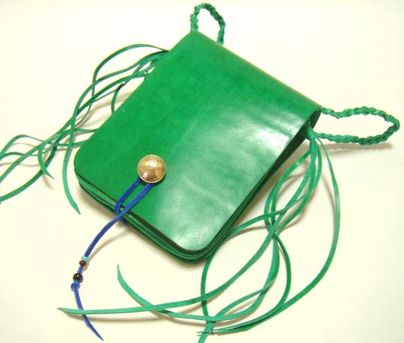 自作ハンドメイドのメディスンバッグです。オイル分を含み、質感がしっとりと柔らかく、感触しなやかなとても手触りのよい色鮮やかなグリーンの牛革です。縦18cm&t...|ハンドメイド、手作り、手仕事品の通販・販売・購入ならCreema。