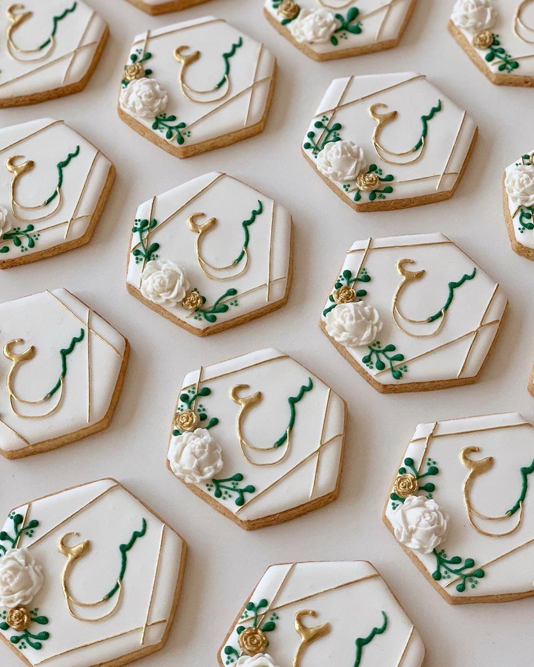 توزيعات أعراس توزيعات خطوبة توزيعات ملجة افكار توزيعات أعراس Wedding Cookies Wedding Favors Engagement Cookie Sugar Cookie Wedding Prep Royal Icing