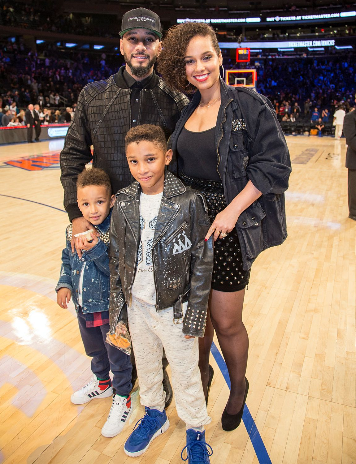 Alicia Keys Reveals Her Lifelong Struggle to Find Herself in Emotional New Book   Alicia keys swizz beatz, Alicia keys, Alicia keys family