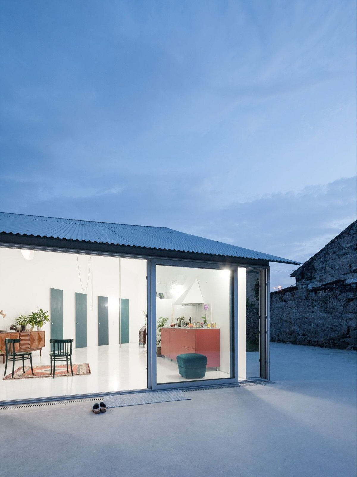 Fala Atelier House With A Curved Wall Porto 5 Curved Walls Architecture Exterior Architect