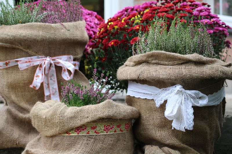 Jak Zrobic Oslonke Z Juty Na Donice Lovely Garden Reusable Tote Bags Reusable Tote Burlap Bag