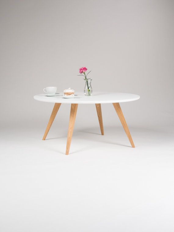 Weisser Runder Couchtisch White Round Coffee Table, With Solid Oak Legs