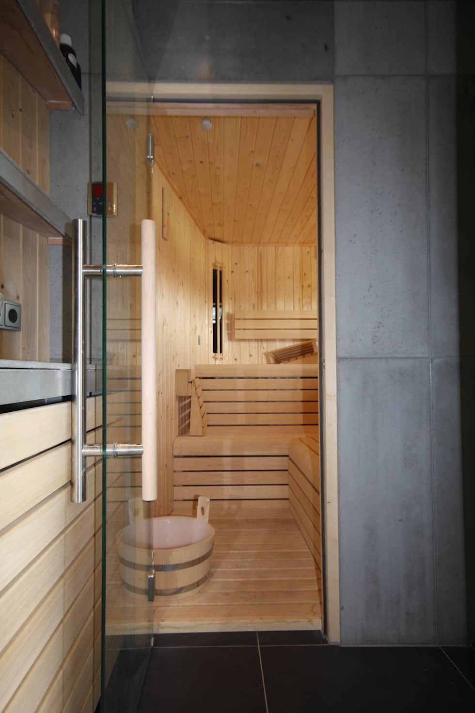 foto s van een industrià le badkamer betonnen buitendouche