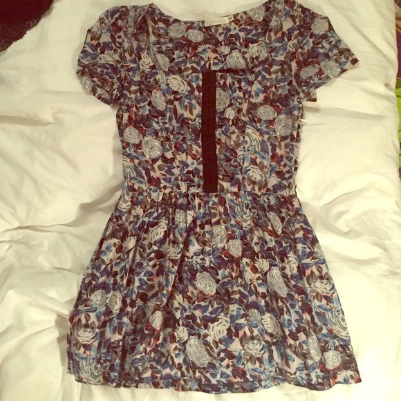 """LF Millau Floral Hook and Eye Mini Dress XS An adorable mini dress from LF. Was one of my favorites but I sadly shrunk it so now it's too short for me. A size XS. Measures 27.5"""" from top of shoulder to bottom of hem. Could also be worn as a tunic! LF Dresses Mini"""