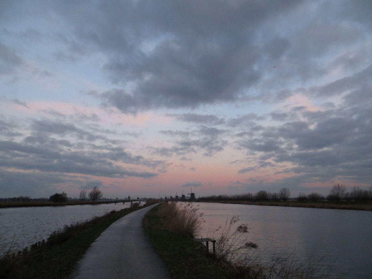 Soms daagt het wel eens in het westen ... http://godisindestilte.blogspot.nl/2014/02/soms-daagt-het-wel-eens-in-het-westen.html