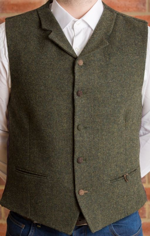 Men often wear a tweed waistcoat in vest form over a suit shirt for a formal night out. Women and men both wear lightweight tweed coats of waist length in the spring and summer months for casual gatherings as well as for formal events.