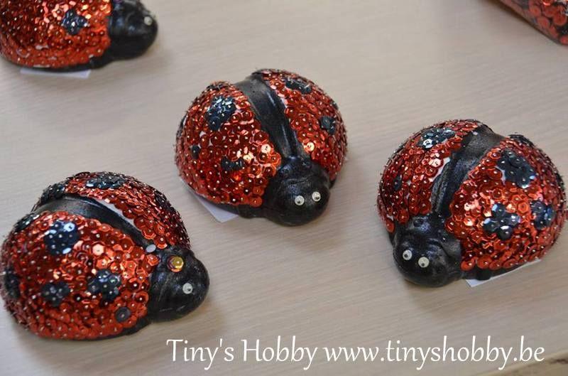 Lieveheersbeestjes in styropor met pailletten. Tiny's Hobby