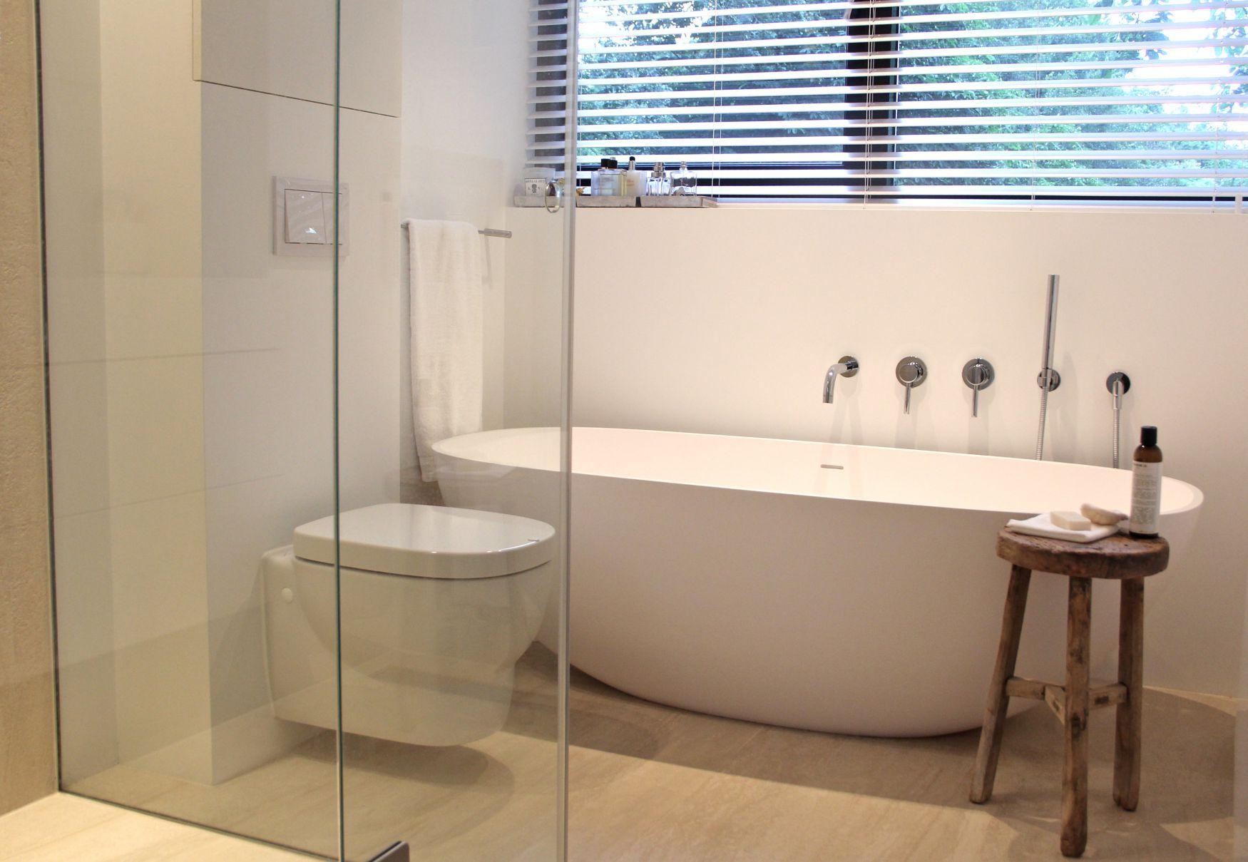 Badkamer Los Bad : Afbeeldingsresultaat voor badkamer los bad onder schuin dak
