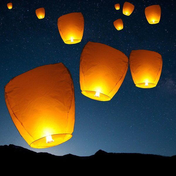 Sky Lanterns Give You The Opportunity To Create A Truly Unique Experience For Your Event Or Celebration Tha Sky Lanterns Paper Lantern Lights Floating Lanterns