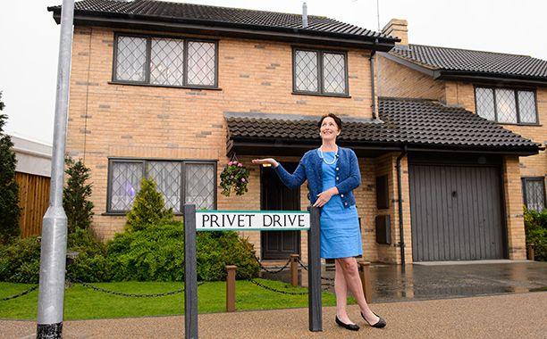 Harry Potter S Privet Drive Home Is Up For Sale Harry Potter Harry Live Light