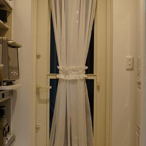 キッチンの勝手口ドア用カーテンの作り方 完成 カーテン