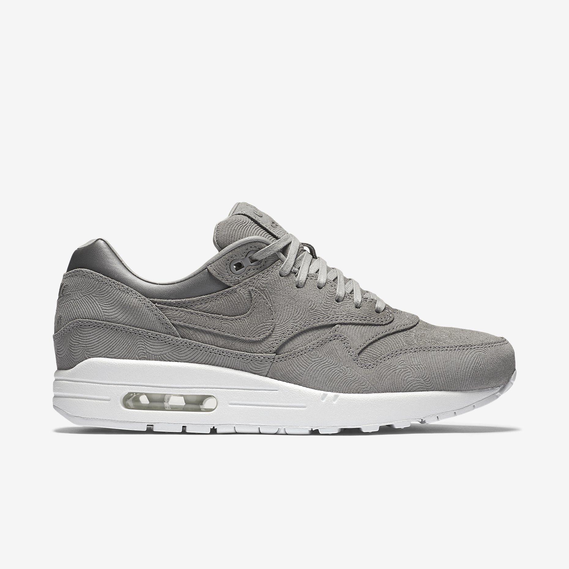 Zoek naar schoenen, kleding en uitrusting van Nike op www